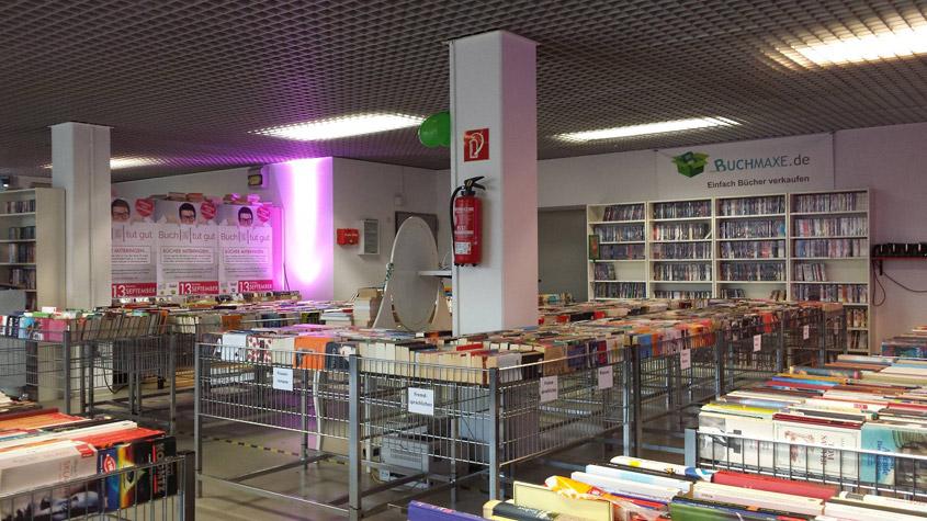 Großer Lagerverkauf mit Spendenaktion bei Buchmaxe