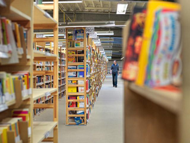Momox Warenlager Bücher